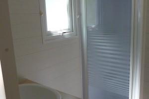 salle de bain hébergement clim