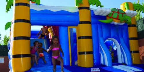 Chateau gonflable camping le galet marseillan-plage
