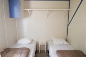 Mobil-home camping galet série O chambre enfants